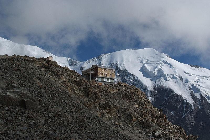 Bikin Rumah Kok di Puncak Gunung... Wah... Aneh Banget...