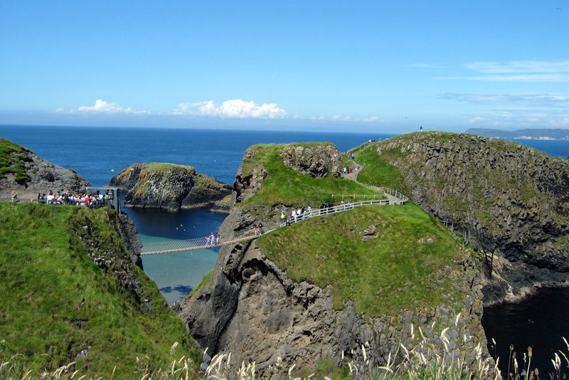http://www.weirdlyodd.com/wp-content/uploads/2010/12/Carrick-a-rede-Rope-Bridge.jpg
