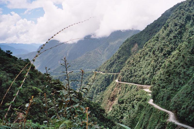 Top 10 dangerous roads of the world weirdlyodd com