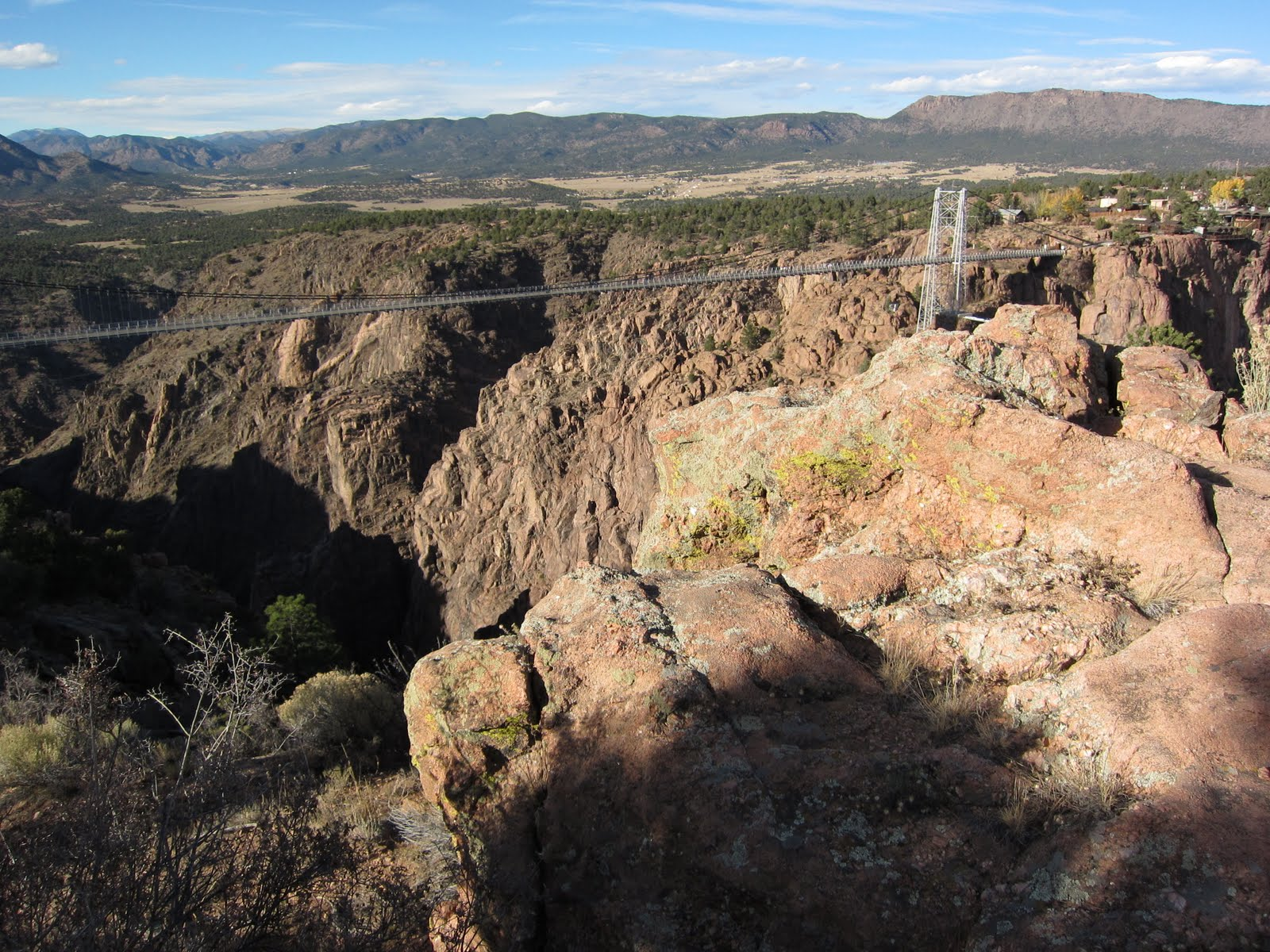 http://www.weirdlyodd.com/wp-content/uploads/2010/12/Royal-Gorge-Bridge-in-Colorado-US-11.jpg