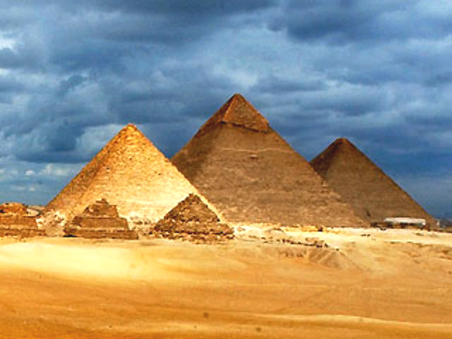 Pyramids of Giza 2550 to 2470 BC