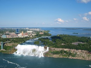 1024px-American_and_Bridal_Falls_as_seen_from_Skylon_Tower