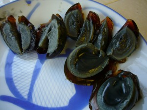 Sliced_century_egg_by_.Florian