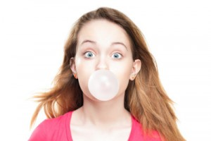 Woman_blowing_bubbles_with_bubble_gum_chewing_gum_and_IBS-e1403802975426
